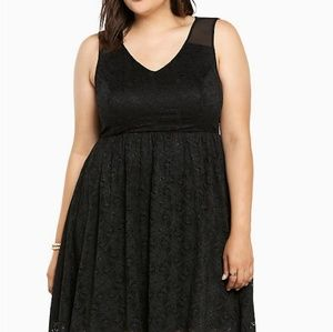 Torrid plus 2 black lace dress with mesh sleeves